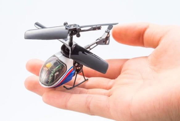 ナノファルコン Nano-Falcon ⇒ ボディサイズ65mm、機体重量11g、連続飛行時間・約5分、操作可能距離・屋内約5m