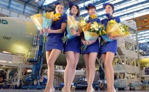 スカイマーク、新制服はミニスカ A330就航3