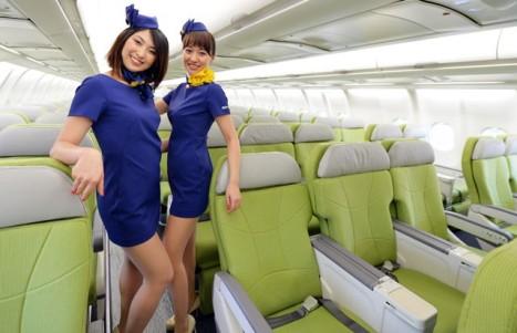 スカイマーク、新制服はミニスカ|A330就航4