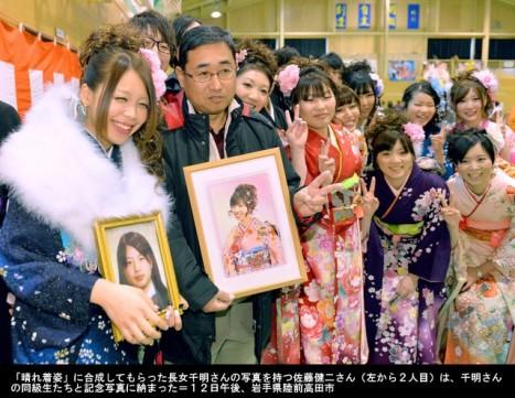 陸前高田・成人式、娘の写真に振袖を...3