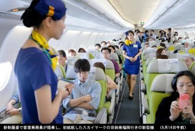 スカイマークA330やっと初就航_ミニスカCAも乗務_6月14日_ミニスカ新制服CA-画像3