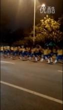 中国・1万人のオバハン「暴走集団」Youtube動画スクリーンショット3