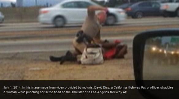 <米警察官が女性殴る映像に波紋>無抵抗の女性に馬乗りになって何度も殴る米カリフォルニア州LAの警官