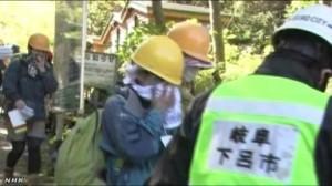御嶽山噴火<御嶽山噴火 3人救助20人余りが下山>(NHKニュース9月28日10時22分)